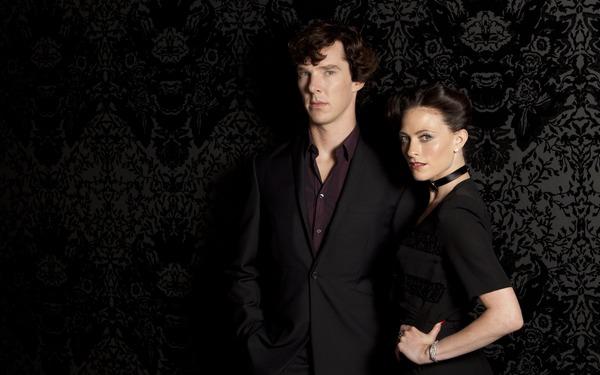بندیکت کامبربچ (شرلوک هولمز) و لارا پالور (آیرین ادلر) در پوستر فصل دوم سریال شرلوک
