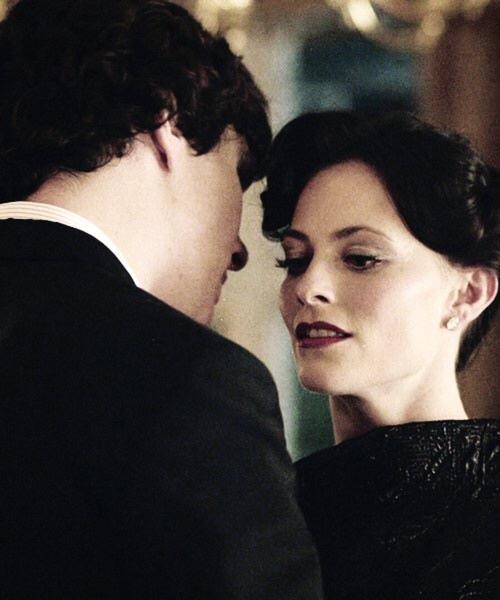 شرلوک هولمز و آیرین ادلر در اپیزود رسوایی در بلگراویا در سریال شرلوک